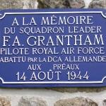 Giel Courteilles, plaque Squadron Leader F. A. Grantham