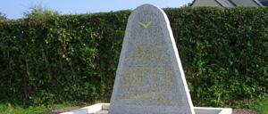 Golleville, monument lettrine