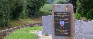 La Fresnaye-au-Sauvage, monument lettrine