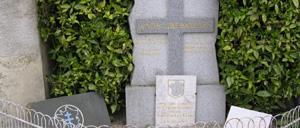 La Hutte, monument lettrine