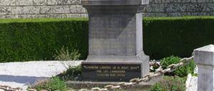 Laize-la-Ville, monument lettrine