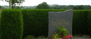 Le Chefresne, monument lettrine