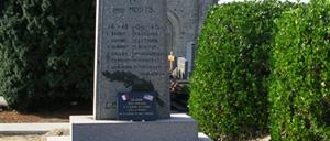 Le Ham, monument lettrine