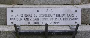 Le Luot, monument lettrine