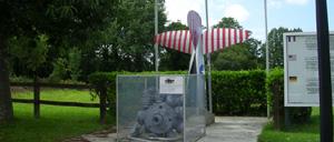 Le Mesnilbus, monument lettrine