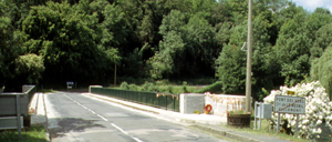 Le Mesnil-Villement, monument lettrine
