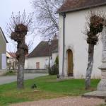 Livet-en-Saosnois, place de l'église