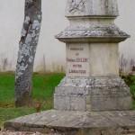 Livet-en-Saosnois, monument général Leclerc
