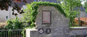 Bretteville-sur-Odon, monument lettrine