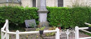 La Roque-Baignard, monument lettrine
