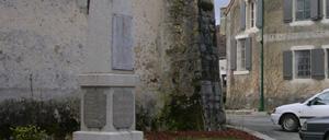 Louvigny, monument lettrine