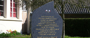 Meulles, monument lettrine