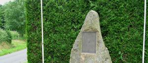Montilly-sur-Noireau, monument lettrine
