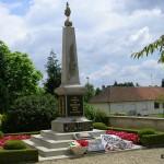 Potigny, monument aux Morts et plaques 2e Guerre mondiale