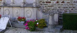 Quibou, monument lettrine