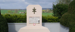 Rouessé-Fontaine, monument lettrine