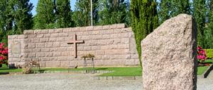Saint-Georges-des-Groseillers, monument lettrine