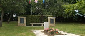 Cahagnes, monument lettrine
