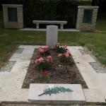 Cahagnes, monument et tombe Lieutenant Cornwall