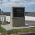 Caumont-l'Eventé, stèle General Huebner