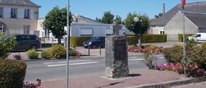 Hottot-les-Bagues, monument lettrine