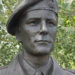 Ranville, Mémorial Pegasus, statue Brigadier James Hill
