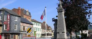 Crevecoeur-en-Auge, monument lettrine