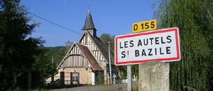 Les Autels-Saint-Bazille, ville lettrine