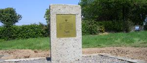 Lessard-et-le-Chêne, monument lettrine