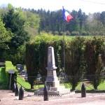 Saint-Martin-de-Bienfaite-la-Cressonnière, monument aux Morts & plaque Robert Blair