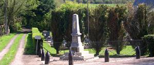 Saint-Martin-de-Bienfaite-la-Cressonnière, monument lettrine