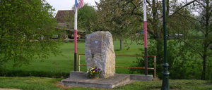 Beaumais, monument lettrine