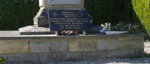 Douville-en-Auge, monument lettrine