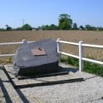 Cahagnolles, stèle aérodrome A12