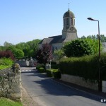 Sainte-Croix-Grand-Tonne, le centre ville et l'église