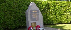 Sainte-Croix-Grand-Tonne, monument lettrine