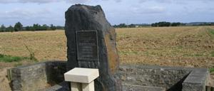 Vaucelles, monument lettrine