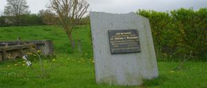 Moon-sur-Elle, monument lettrine