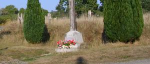 La lande-de-Goult, monument lettrine
