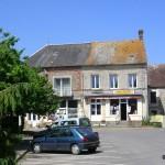 Lougé-sur-Maire, la place de l'église