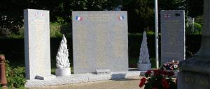 Putanges-Pont-Ecrepin, monument lettrine