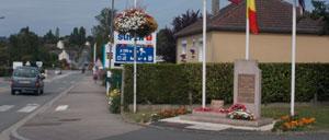 Dozulé, monument lettrine