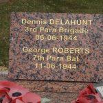 Dozulé, stèle Delahunt et Roberts