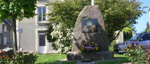 Cesny-Bois-Halbout, monument lettrine
