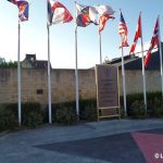 Hermanville-sur-Mer, monument Gooseberry Sword Beach et plaque South Lancashire Regiment