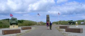 Saint-Martin-de-Varreville, monument lettrine