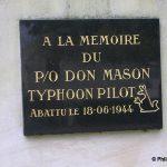 Boulon, stèle Pilot Officer Don Mason