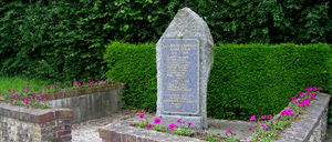 Branville, monument lettrine