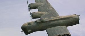 Bricquebec, monument lettrine
