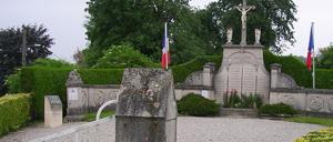 Cambremer, monument lettrine